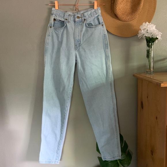 Denim - Vintage Light Wash High Rise Mom Tapered Jeans